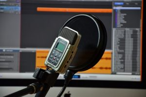 6 reasons why a blogger should have their own online radio station