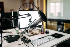 ¿Qué es un podcast Y, ¿cómo puede ampliar el alcance de tu radio